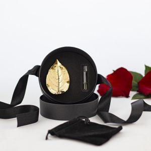 Брошка от позлатено листо от роза