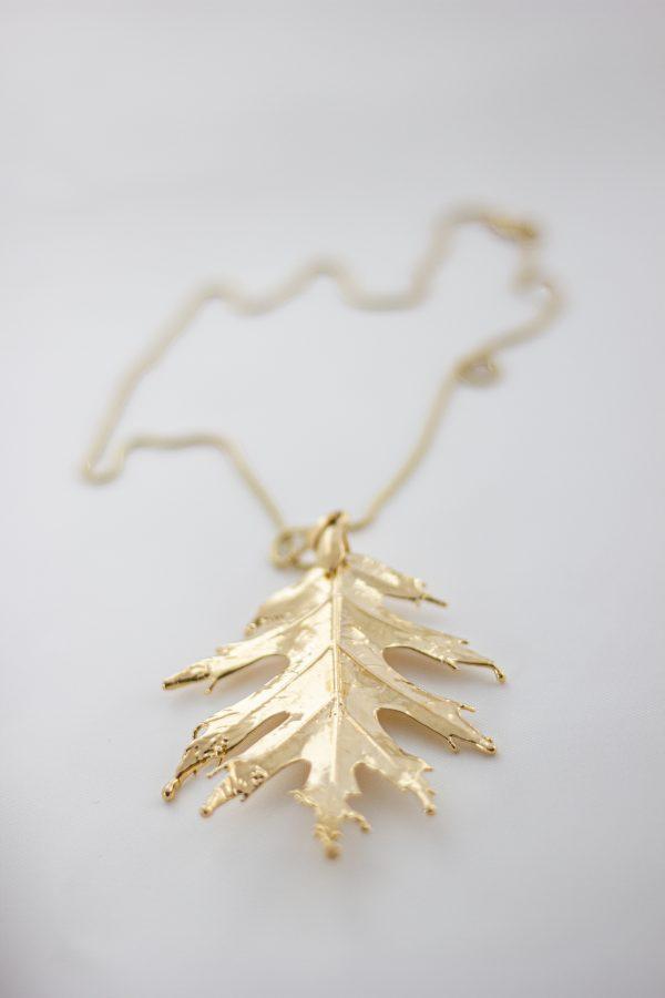 Колие от позлатено дъбово листо