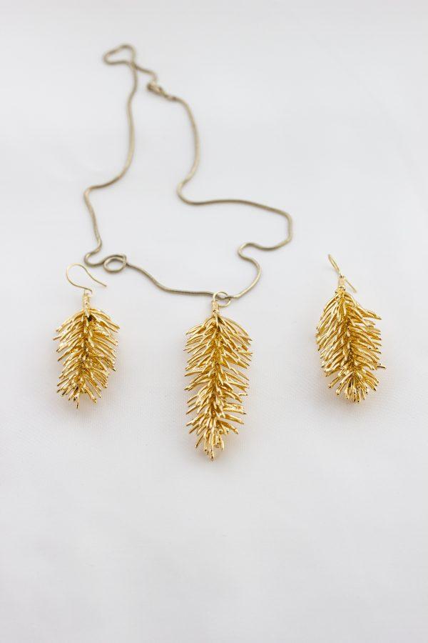 Колие и обеци от позлатени елхови клонки