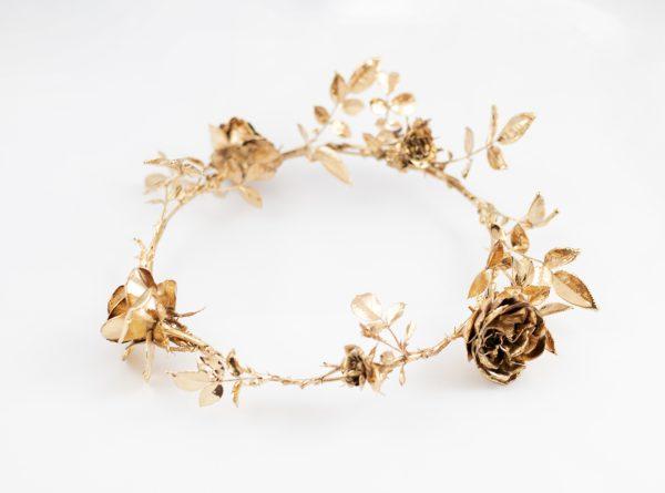 Златен венец от рози